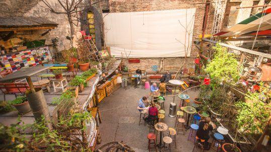 Ruin Bars - Mystery Hotel Budapest