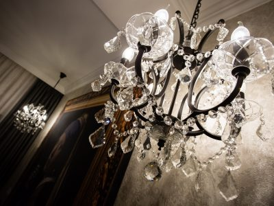 Superior King with chandeliers - Mystery Hotel Budapest