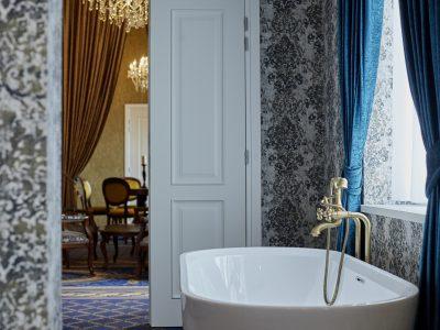 Da Vinci Suite bathtub - Mystery Hotel Budapest