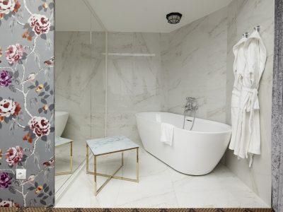 Studio Suite bathtub - Mystery Hotel Budapest