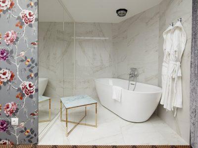 Bathtub - Mystery Hotel Budapest