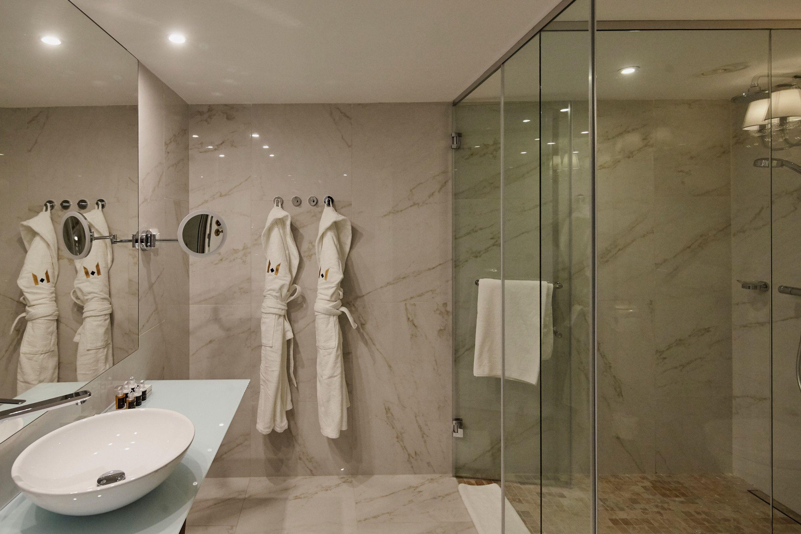 Marble bathroom - Mystery Hotel Budapest