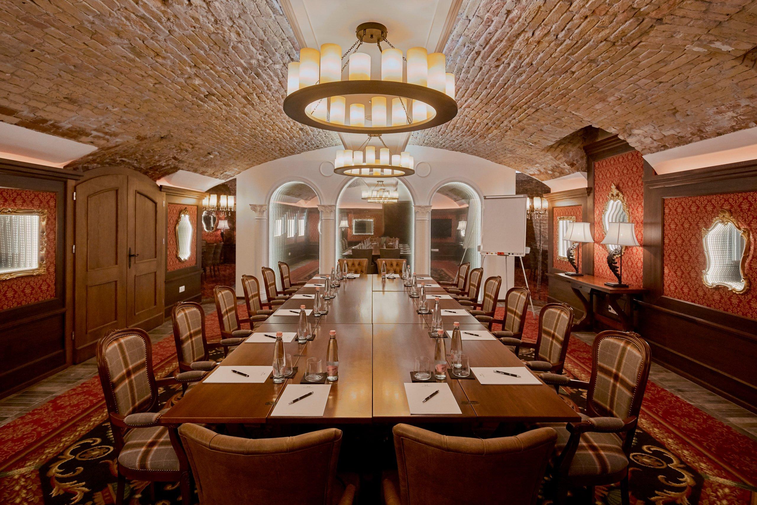 Mystery_Hotel_Budapest_Pythagoras