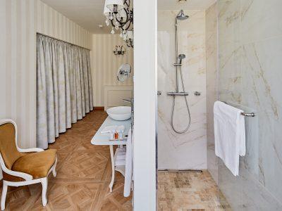 Mystery_Hotel_Budapest_Duplex_King_bathroom