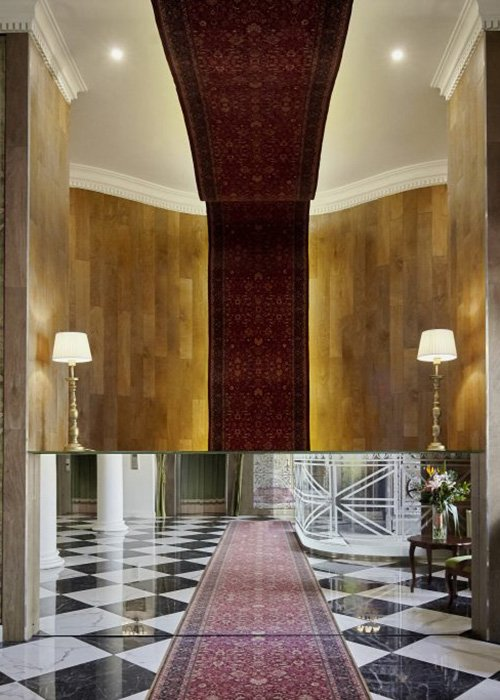 Zoltán Varró interior designer fine-tuned the atmosphere with optical illusions.